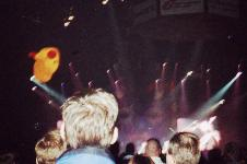 BNL concert 2001: pic of Maroon character balloon